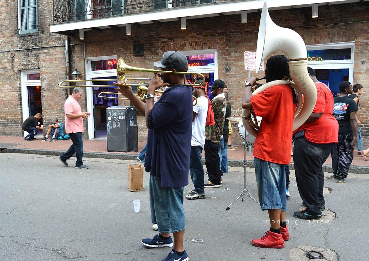 musicisti nelle strade di new orleans