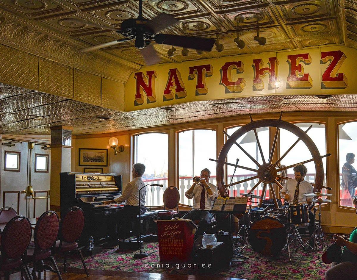 musicisti sul battello, new orleans