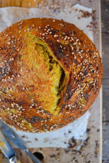 Pane alla curcuma con licoli