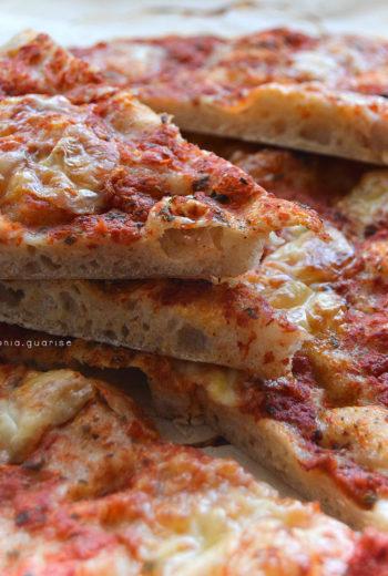Pizza in teglia integrale con farina di semola