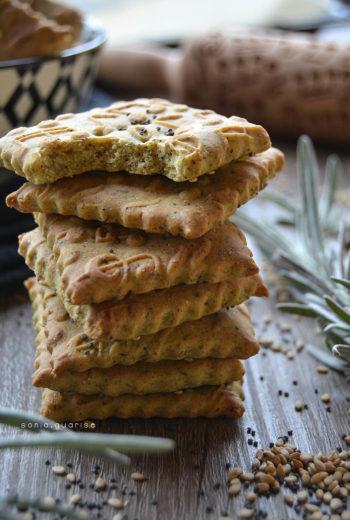 Crackers di semi misti al grano saraceno con esubero di licoli