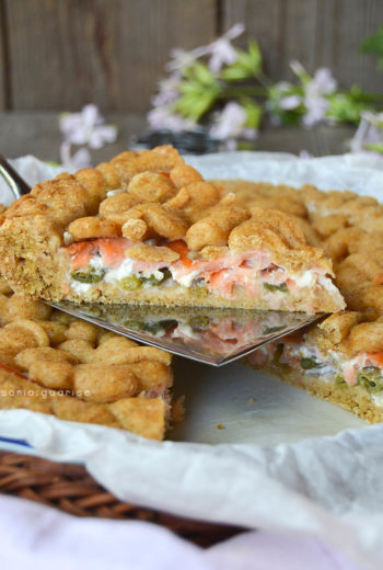 Crostata salata light con fagiolini e salmone