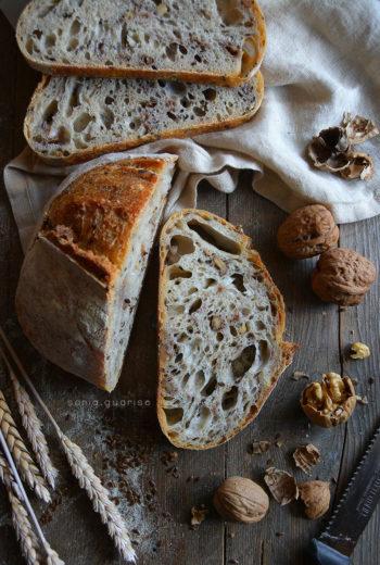 Pane di farro alle noci e semi di lino