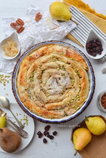 Chiocciola strudel di pasta fillo con pere, noci pecan e pistacchi