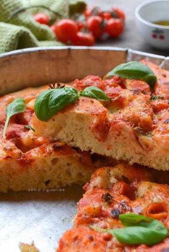 Pizza in teglia con farina di lenticchie e lievito madre