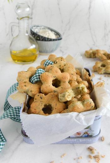 Crackers alla spirulina con cereali e semi