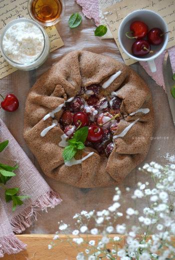 Galette integrale light e vegan alle ciliegie e cocco