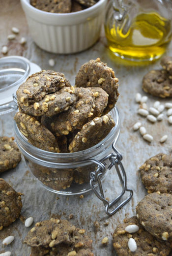 Crackers con farina di canapa, semi papavero e riso soffiato